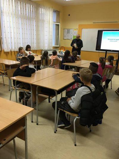 Учениците от III г клас отбеляза Седмица на бащата  - Изображение 7