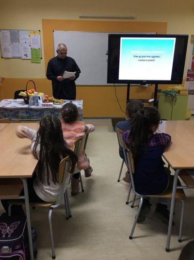 Учениците от III г клас отбеляза Седмица на бащата  - Изображение 8