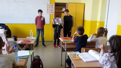 Седмицата на четенето във втори ,,а'' клас гостуваха учениците от шести клас - Изображение 1