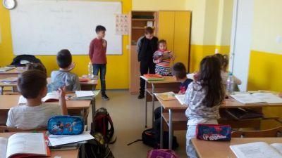 Седмицата на четенето във втори ,,а'' клас гостуваха учениците от шести клас - Изображение 3