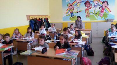 Седмицата на четенето във втори ,,а'' клас гостуваха учениците от шести клас - Изображение 4