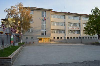 Материална база - Първо ОУ Св. Св. Кирил и Методий - Гоце Делчев