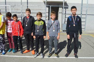 Училищния турнир по футбол за ученици от шести и седми клас приключи 7